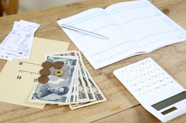 家計簿と電卓とお金